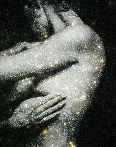 Em um mundo tão cheio de fúteis e falsas aparências, bem aventurado, é quem não se envergonha de si mesmo e carrega, sem culpa ou reservas, a bênção de está em paz consigo mesmo. Aceitar - se, é encontrar o eixo, o único equilíbrio possível, o embrião de toda felicidade. Gi Stadnicki