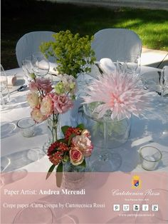 Ecco un artista che stupisce per la sua creatività ed originalità: Andrea Merendi. I suoi fiori non sono copie del fiore naturale, ma oggetti nuovi, delle piccole opere d'arte in carta crespa.