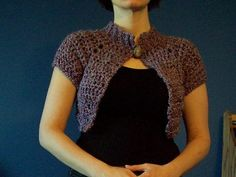 free pattern: Anthropologie-inspired crochet capelet by Krisiti