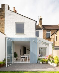 42 Awesome Terrace House Extension Design Ideas With Open Plan Spaces - Extending your home by building outside can have a significant impact on your property's curb appeal when it comes time to list your house on the mark. House Extension Design, Extension Designs, Terraced House, Douglas House, Victorian Terrace House, Terrazo, Blue Patio, British Architecture, Brick Masonry
