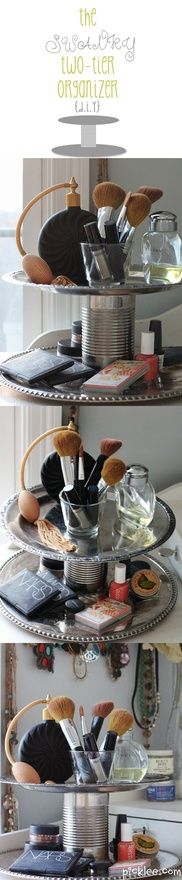 9 Great DIY Makeup Organization Ideas You Can Do Today - - Want to organize your makeup so you don't go insane? Here are 9 awesome DIY makeup organization ideas you can do today with little to no money. Diy Makeup Organizer, Organizer Box, Makeup Storage Box, Make Up Organizer, Diy Storage, Makeup Organization, Makeup Drawer, Storage Jars, Storage Ideas