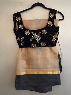 Like the blouse and the color combo! Blouse Patterns, Saree Blouse Designs, Blouse Styles, Indian Attire, Indian Wear, Indian Dresses, Indian Outfits, Saris Indios, Outfits