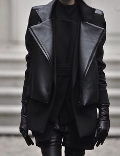 dress like the A team but better lol long leather gloves length leather jacket all black everything! Looks Street Style, Looks Style, Style Me, Style Noir, Mode Style, All Black Everything, Look Fashion, Winter Fashion, Womens Fashion