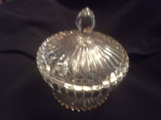 VINTAGE LARGE Heavy  CLEAR GLASS Ribbed GOLD CANDY NUT DISH With Lid On PEDESTAL