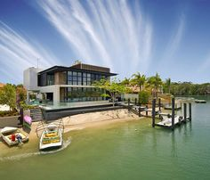 Tucked away on Australia's aptly named Hideaway Island in the Noosa region, this gorgeous modern home designed by Aussie architect Frank Macchia offers the best of all worlds – sun, sand, surf and a contemporary style that makes it a hot property along the Sunshine Coast. #airnzsunshine