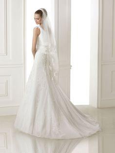 Bora esküvői ruha - Pronovias 2015 kollekció - Esküvői ruha szalon - Menyasszonyi  ruha kölcsönzés 939943fe1d