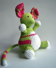 Knuffel muis, groen/roze Crochet Mouse, Crochet Animals, Yoshi, Kid Stuff, Dinosaur Stuffed Animal, Great Gifts, Kids, Fictional Characters, Art
