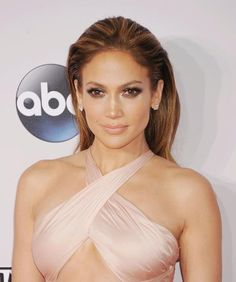 Does J.Lo ever age? We're not convinced she does. The forever-young Lopez didn't need to do too much with her lip color; between her how-is-she-that-incredibly-fit dress and artfully smudged eye makeup, a nude lip was just what she needed. | www.claritybeauty.com