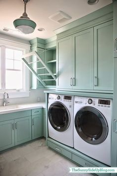 I've never loved a laundry room as much as this one! The incredible space belongs to Erin of Sunny Side Up–an inspiring blog dedicated to organization, home design and decor! Erin and her husband rece