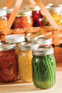 Beginners Guide to Canning Food: Canned Green Beans, Corn, and Canning Tips, Home Canning, Canning Recipes, Canning Corn, Canning Food Preservation, Preserving Food, Do It Yourself Food, Canned Food Storage, Cuisine Diverse