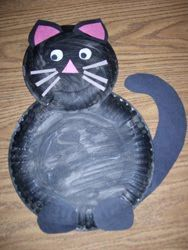 paper plate cat - This would make a cute Pete the Cat.  Just need to add shoes.