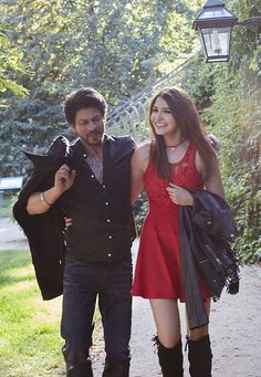 Shah Rukh Khan - Jab Harry Met Sejal Indian Celebrities, Bollywood Celebrities, Bollywood Actress, Bollywood Couples, Bollywood Stars, Richest Actors, Srk Movies, Sr K, Indian Star