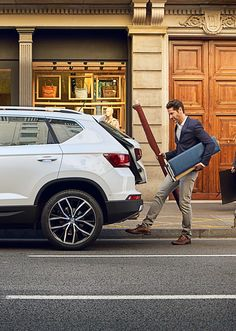The new SEAT Ateca has the latest and best technology to get maximum safety, connectivity and comfort on the road. Learn more about the tech here.