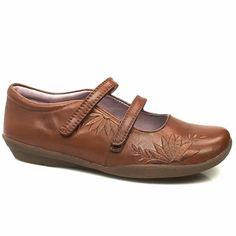 Hush Puppies Greta A sweet soft leather causal pump from Hush Puppies with 2 narrow touch fastening straps and a flexible rubber sole. Floral stitch detailing on the upper is complemented with a delicate floral print on http://www.comparestoreprices.co.uk/womens-shoes/hush-puppies-greta.asp