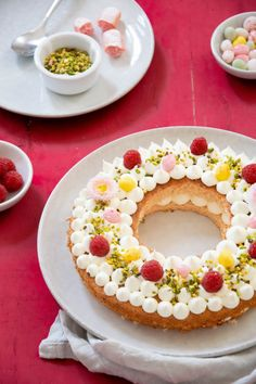 French Easter crown cake with traditional pink biscuits from Reims, white chocolate, raspberries and pistachios. Chocolate Blanco, White Chocolate, Biscuits Roses, Crown Cake, Number Cakes, French Food, Raspberry, How To Make Money, Birthday Cake