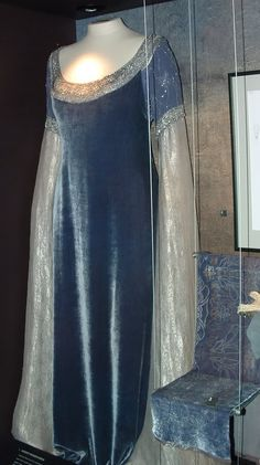 Costumes, crafts, and crying: LotR: Arwen chase scene dress Hobbit Costume, Medieval Costume, Medieval Dress, Movie Costumes, Cool Costumes, Velvet Gown, Travel Dress, Period Outfit, Fantasy Dress