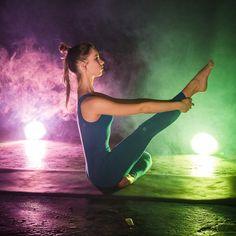 """Не забываем сохранять внутренний свет, даже если темнеет уже в середине дня, вокруг снега-холода, и на небе вообще нет солнца😉 Практика йоги в этом - лучший помощник!  На Анне - комбинезон женский """"Miss Incredible"""":http://www.yogadress.ru/product/kombinezon-zhenskiy-miss-incredible -2900 руб.  Вы можете сделать заказ любым удобным способом:  - Зайдите на сайт http://www.yogadress.ru - Позвоните по телефонам +7 (916) 404-01-20 или +7 (916) 810-57-35 - Напишите на почту sales@yogadress.ru…"""