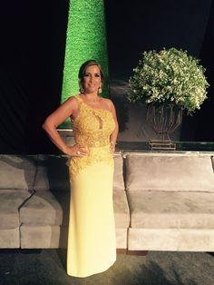 A bela @rosangelavjs arrasou na festa de formatura do seu filho  #vestine #atelievestine #feitoamao #hautecouture #instafashion #dress #glam #formatura #maedeformando