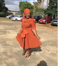 Top Shweshwe and jeans, shweshwe gown and shweshwe shirts in South Africa - Reny styles African Attire, African Wear, African Fashion, Women's Fashion, African Traditional Wedding Dress, Traditional Dresses, Shweshwe Dresses, Beach Wear Dresses, Elegant