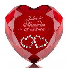 Ein Herz-Kristall mit Gravur ist ein romantisches, liebevolles und personalisiertes Geschenk um Ihrer Liebe Ausdruck zu verleihen. Name + Datum + Extras.
