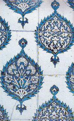 Iznik tiles from Topkapi palace, Istanbul, Turkey Turkish Tiles, Turkish Art, Moroccan Tiles, Islamic Tiles, Islamic Art, Tile Art, Mosaic Tiles, Textures Patterns, Print Patterns