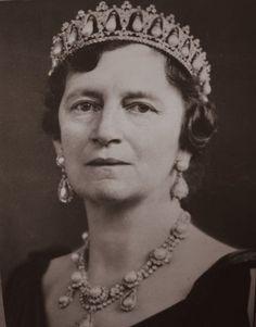 Queen Alexandrine of Denmark wearing the Pearl Poire Tiara and semi- parure