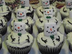 Christmas-food ideas-Snowman cupcakes