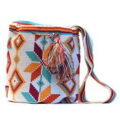 Crochet Mochila Bag, no pattern just a picture. Mochila Crochet, Crochet Tote, Crochet Handbags, Crochet Purses, Love Crochet, Knit Crochet, Tapestry Crochet Patterns, Yarn Bag, Tapestry Bag