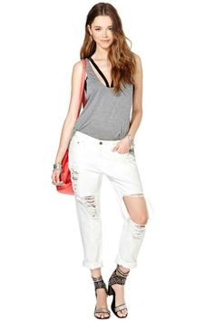 Shop jeans for women in any style at Nasty Gal, from skinny to straight, high-waisted & more. Distressed jeans are a must these days! Cut Out Jeans, Fashion Sale, Womens Fashion, White Shop, Distressed Jeans, Denim Jeans, White Jeans, Cool Outfits, Eve