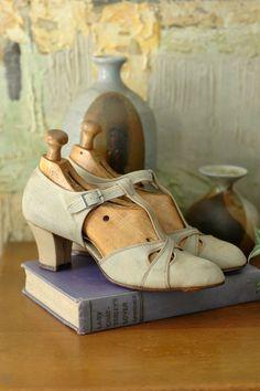 vintage 1930s antique shoes / 30s art deco by honeytalkvintage, $120.00