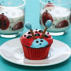 I probably wouldn't do red velvet but it's a cute way to decorate a cupcake.