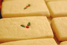 Recipe for vanilla bean shortbread cookies fron Sweet Lavender Bake Shoppe. Vanilla Bean Shortbread Cookie Recipe, Shortbread Recipes, Shortbread Cookies, Yummy Cookies, Cookies Et Biscuits, Cake Cookies, Holiday Baking, Christmas Baking, Christmas Cookies