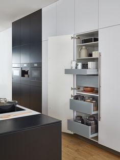 Küchenschrank, Bild mit Auszügen, intelligente Lösung, Schrank, Ordnung, Schublade, Gewürze, Schranksystem  Foto: Leicht Küchen