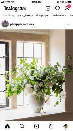 White Floral Centerpieces, Planter Pots, Instagram, White Flower Centerpieces