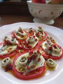 Sigue haciendo mucho calor, y sigue apeteciendo comer cosas frescas. Los tomates me encantan. Mis padres siembran todos los años tomates en...