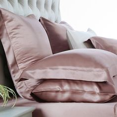 Buy dusty rose silk bed linen and duvet cover set online! Made of top quality mulberry silk, it offers all season comfort. Satin Bedding, Linen Bedding, Luxury Bedding, Bedding Sets, Bed Linens, Dusty Rose Bedding, Black Bedding, My New Room, My Room