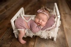 Tiny Bed, delightful, and the matching pillow. So Cute Baby, Baby Girl Pictures, Cute Baby Pictures, Newborn Pictures, Newborn Photography Poses, Newborn Baby Photography, Funny Photography, Funny Babies, Cute Babies