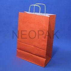 Wśród klientów indywidualnych i biznesowych torby papierowe cieszą się bardzo dużą popularnością. Wynika to z faktu, że elegancki wygląd i wysoka wytrzymałość tych opakowań zapewnia dużą funkcjonalność opakowania. Użycie dobrej jakości tworzyw pozwala na korzystanie z nich przez długi czas. Ciekawy kolor sprawi, że będą się dobrze prezentowały w każdej sytuacji. http://www.opako.com.pl/torebka-upominkowa-305x170x445-pomaranczowa-id-1924