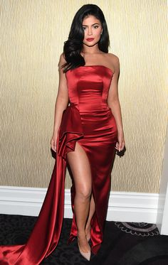 Kylie Jenner Says She's 'Feeling So Much Better' After Skipping Balmain Show Due to Hospitalization Ropa Kylie Jenner, Kylie Jenner Dress, Trajes Kylie Jenner, Kylie Jenner Style, Kris Jenner, Elegant Dresses, Pretty Dresses, Evening Dresses, Prom Dresses