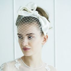 91c4be1fa1e28 花嫁の印象を左右するヘアは、ヘッドアクセとの相性を考え