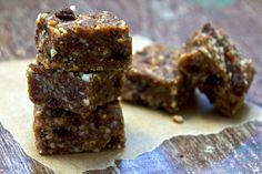 Raw Raisin and Ginger Nut Bars (Makes 14 bars)  - 3 cups medjool dates (the dates really do need to be medjool as otherwise they're not sticky enough to bind the nuts together) - 1 cup pecans - 1 cup almonds - ½ cup raisins - 1 tbsp ginger