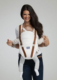 Budu Baby Carrier in Cream. Bamboo fabric with leather straps. SO stylish! Stylish Baby, Trendy Baby, Avocado Baby Food, Best Baby Carrier, Beautiful Baby Shower, Baby Gear, Baby Wearing, Tan Leather, Baby Love