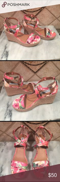 Steve Madden wedge sandals NEW size 8 Great for spring. New without box. Next day shipping Steve Madden Shoes Sandals