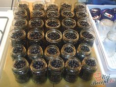 Cooked blueberries - traditional recipe from grandma NejRecept. Home Canning, Preserves, Food Art, Pickles, Blueberry, Mason Jars, Food And Drink, Good Things, Homemade