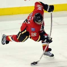 Lost in all the free agent hustle and bustle is that, as July 1 arrives, Flames captain Jarome Iginla is eligible to sign a contract extension with the Calgary Flames. Ice Hockey Players, Ice Hockey Teams, Nhl Players, Flames Hockey, Rangers Hockey, Hockey Stuff, Kings Hockey, Hockey Girls, Sports