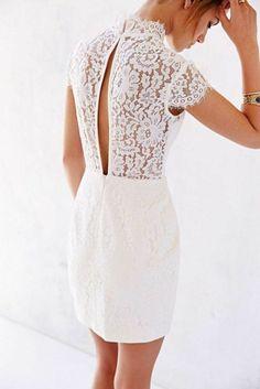 robe de mariée courte dos en dentelle blanche
