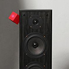 The Vamp - connects to the back of any speaker via a two-way jack or red and black speaker wires, and can stream music from Bluetooth devices within a ten metre range. £35 through a Kickstarter.  Deze heb ik uiteraard besteld! Nu nog even wachten tot ik 'm binnen heb! Iemand nog een mooie (vintage?) speaker in de verkoop? ;)