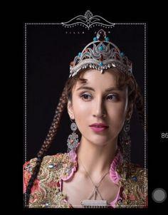 Uyghur Asian Beauty, David, Crown, Costumes, Jewelry, Fashion, Board, Jewellery Making, Moda