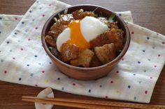 甘辛豚丼 by さっちん (佐野幸子) 「写真がきれい」×「つくりやすい」×「美味しい」お料理と出会えるレシピサイト「Nadia | ナディア」プロの料理を無料で検索。実用的な節約簡単レシピからおもてなしレシピまで。有名レシピブロガーの料理動画も満載!お気に入りのレシピが保存できるSNS。