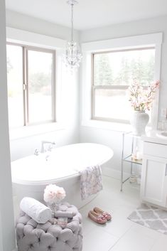 Easy Ways To Love Your Home; Farmhouse Bathroom Decor Ideas As far as home-improvement projects go, it's not the scale of the changes that you make. Chic Bathrooms, Dream Bathrooms, Beautiful Bathrooms, Bright Bathrooms, Cottage Bathrooms, Country Bathrooms, Master Bathrooms, Small Bathrooms, Bathroom Interior Design